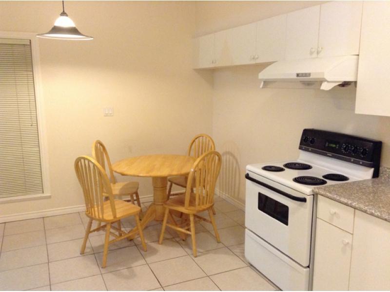[近Metrotown月租$1500] 地上一樓獨立戶2房1衛1廳含廚含烘洗機包家具近Royal Oak天車站及中小學