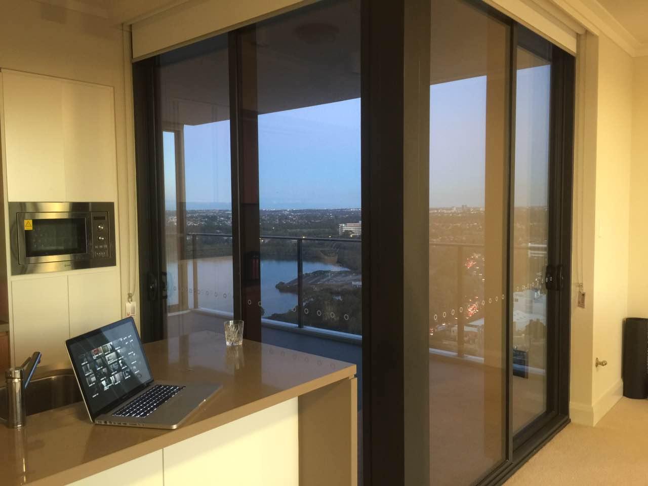 Rhodes 20楼270度景 $360pw 主人房 大阳台 全包