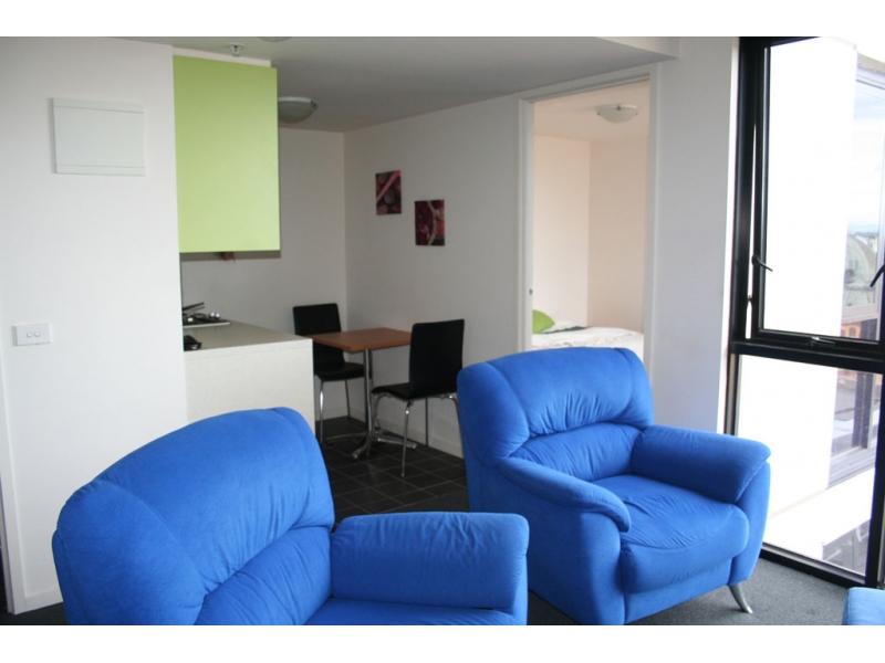 CBD高楼层市景及优质住宅的双人公寓套房!